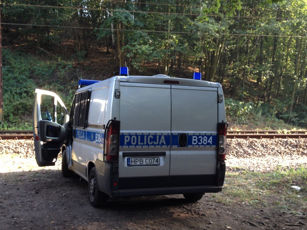 """Policja pilnuje przypuszczalny rejon ukrycia """"złotego pociągu""""."""