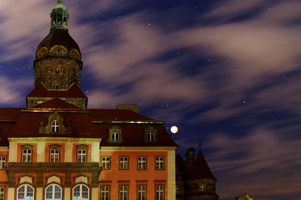 Zdjęcia Krwawego Księżyca nad Zamkiem Książ.
