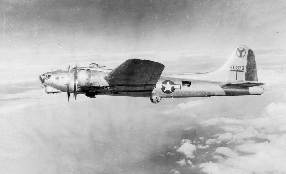 Jeden z B-17G należący do 2. Grupy Bombowej - Rok 1945