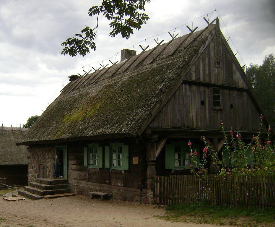 Muzeum Budownictwa Ludowego - Chata XVIII/XIX wiek - Źródło: commons.wikimedia.org Foto: Albert Jankowski