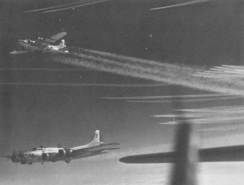 Amerykańskie Latające Fortece z 2. Grupy Bombowej - Rok 1945