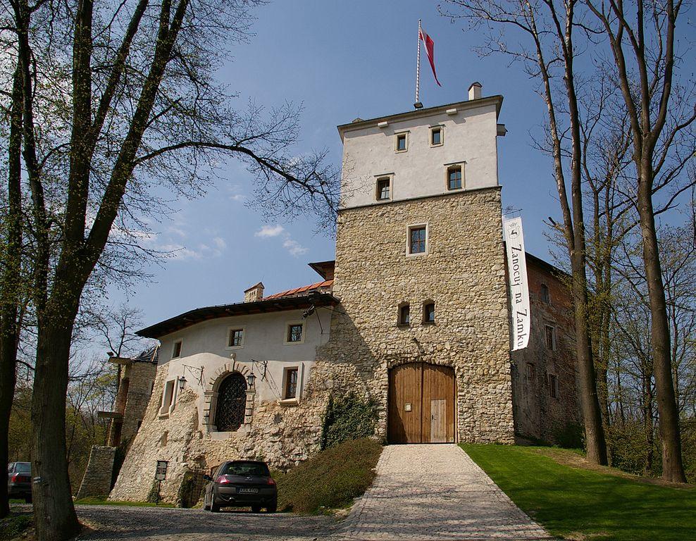 Zamek w Korzkwi - Źródło: commons.wikimedia.org Foto: Jakub Hałun