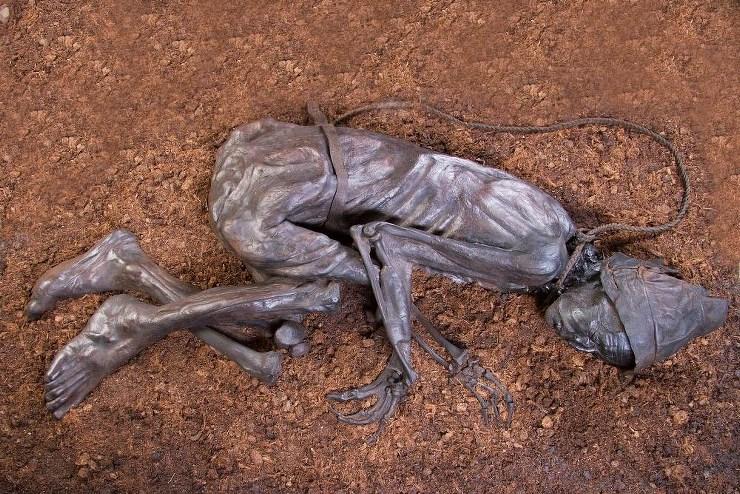 Człowiek z Tollund (Tollund Man) - Źródło: www.museumsilkeborg.dk