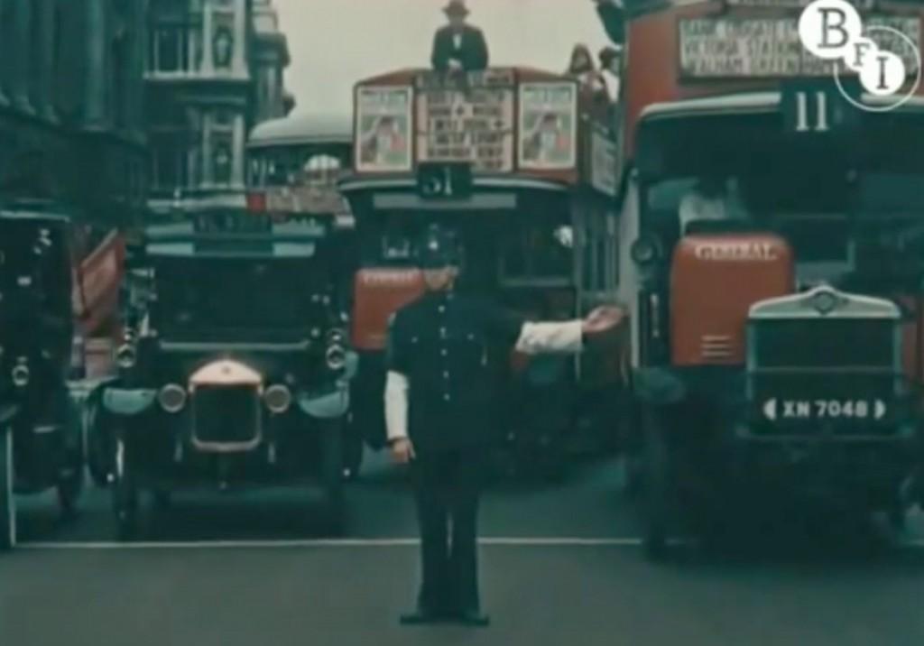 Policjant Kierujący Ruchem i Ulicami Londynu