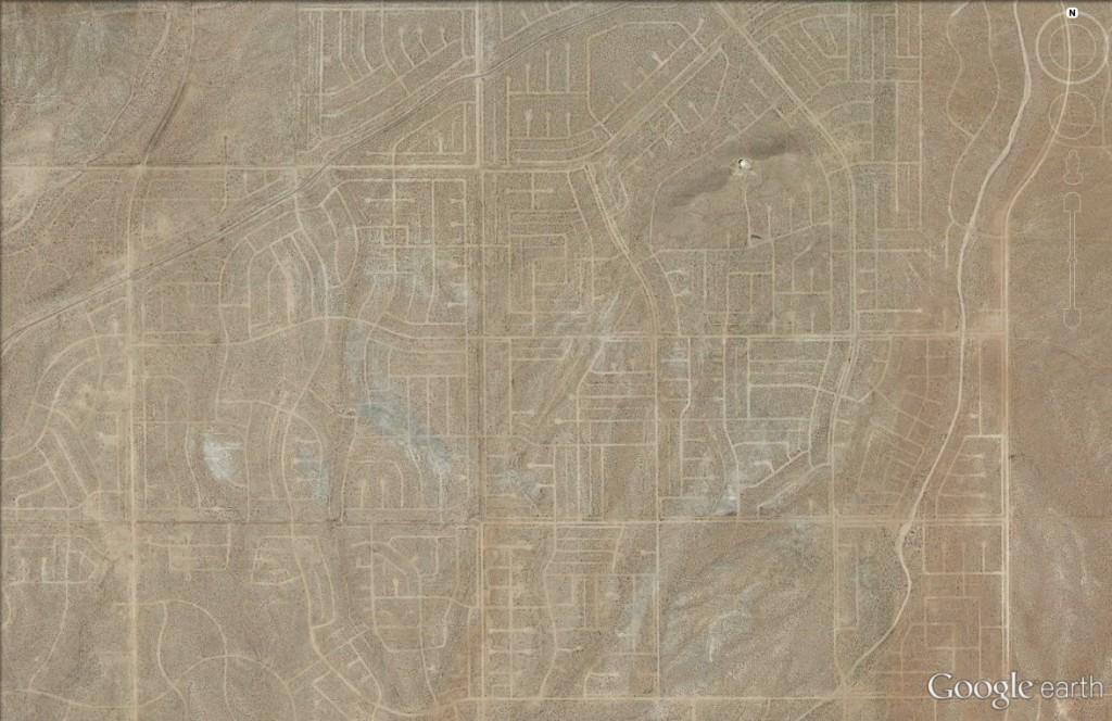Miasto widmo na pustyni w USA - 10 Niezwykłych Miejsc na Świecie - Źródło: Google Earth