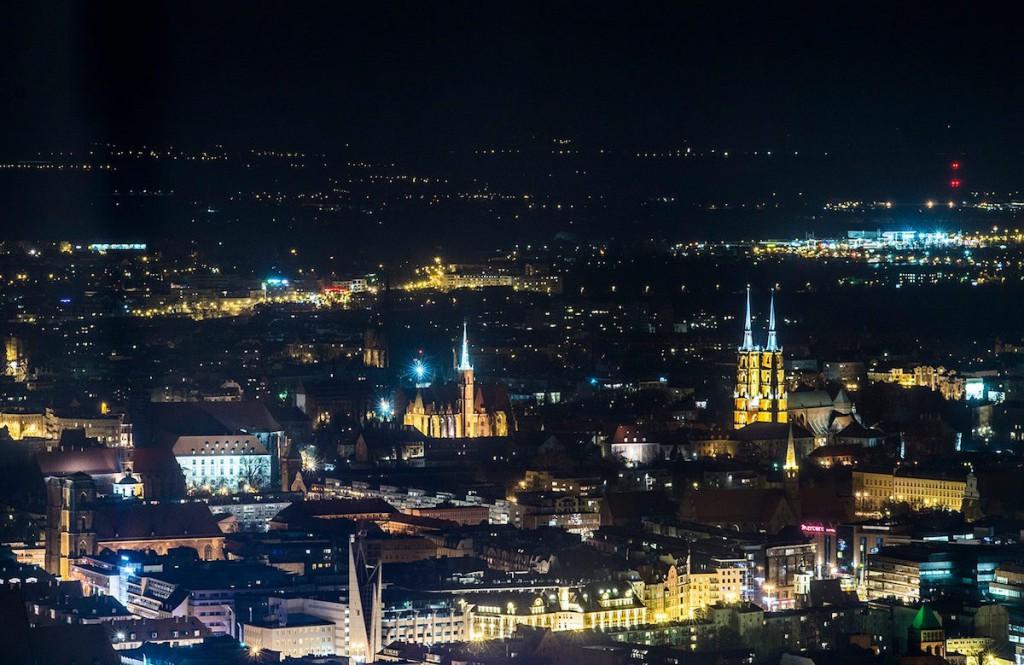 Nocny widok ze Sky Towera - Foto: Adrian Sitko