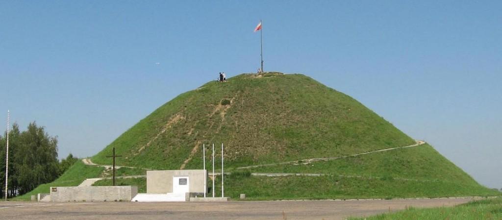 Kopiec Wyzwolenia w Piekarach Śląskich - Źródło: commons.wikimedia.org Foto: Cicik89