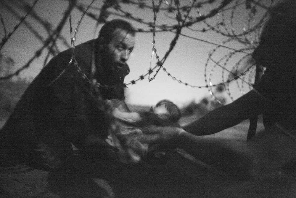 Foto: © Warren Richardson - Hope for a New Life - World Press Photo 2016