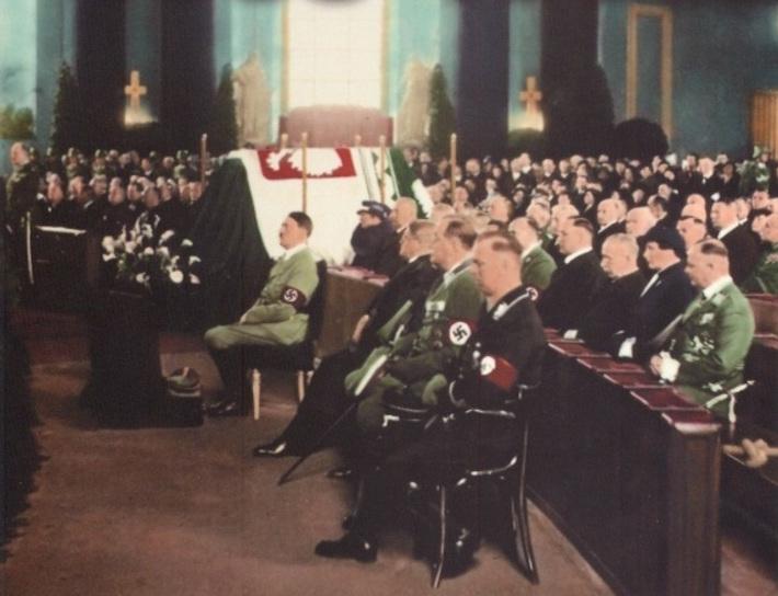 Hitler na mszy pogrzebowej Piłsudskiego - III Rzesza w kolorze