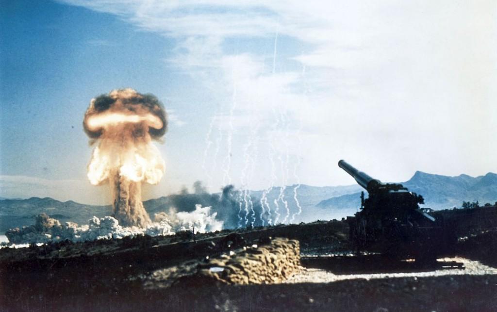 Pokazana na filmie eksplozja Grable wystrzelonego z działa M65 - Foto: Federal government of the United States