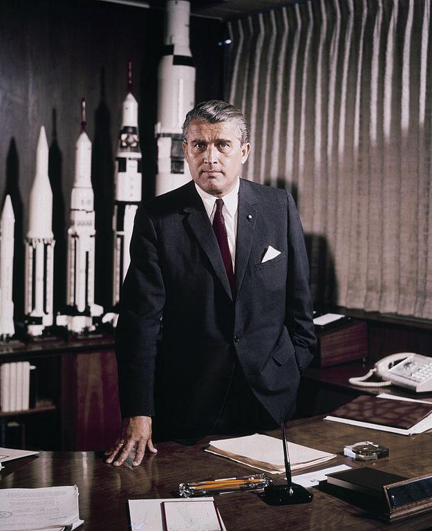 Wernher von Braun - Maj 1964 roku - Źródło: NASA