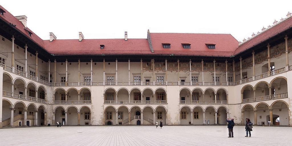 Pkt. 2 - Dziedziniec na Wawelu - Foto: Lestat (Jan Mehlich) Źródło: commons.wikimedia.org