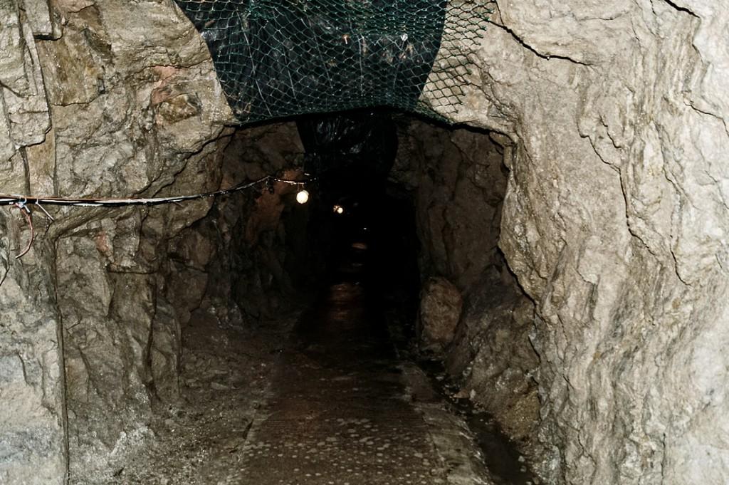 Nieobetonowane wyrobiska podziemi Zamku Książ
