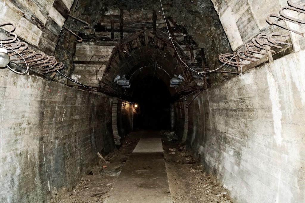 Podziemia Zamku Książ - Fragment z nieobetonowanym stropem