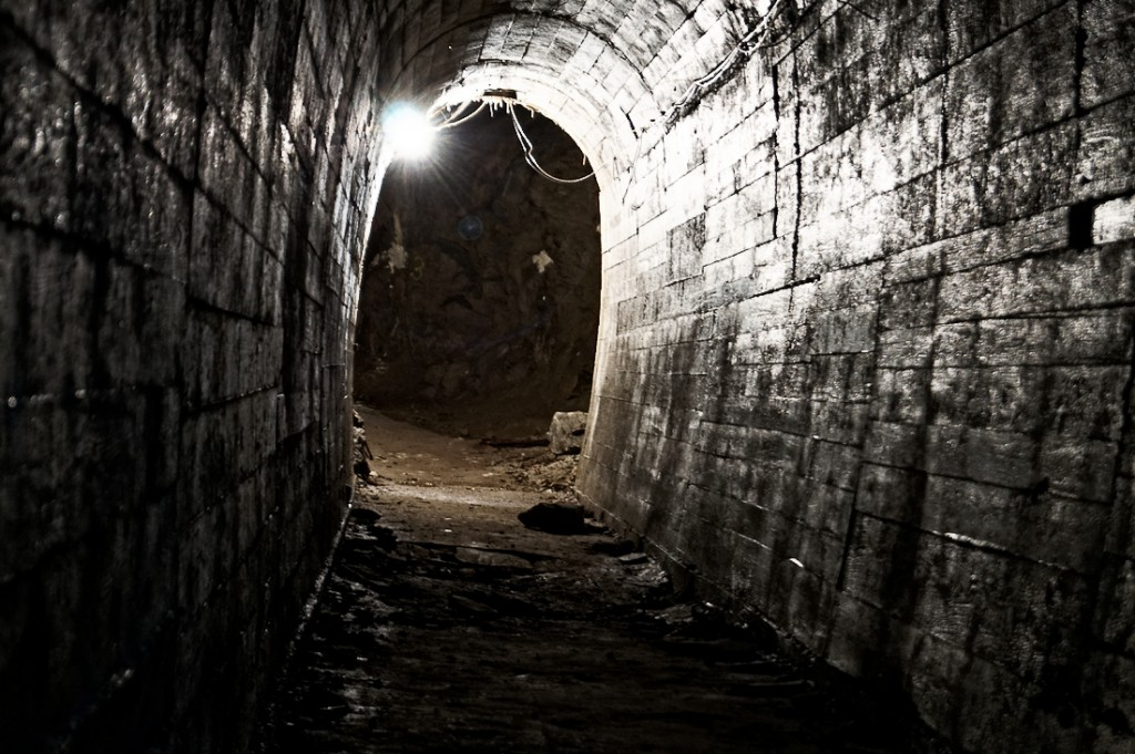 Podziemia Zamku Książ - Jeden z obetonowanych korytarzy