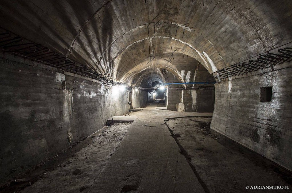 Obetonowane wyrobiska podziemi Zamku Książ - Foto: Adrian Sitko