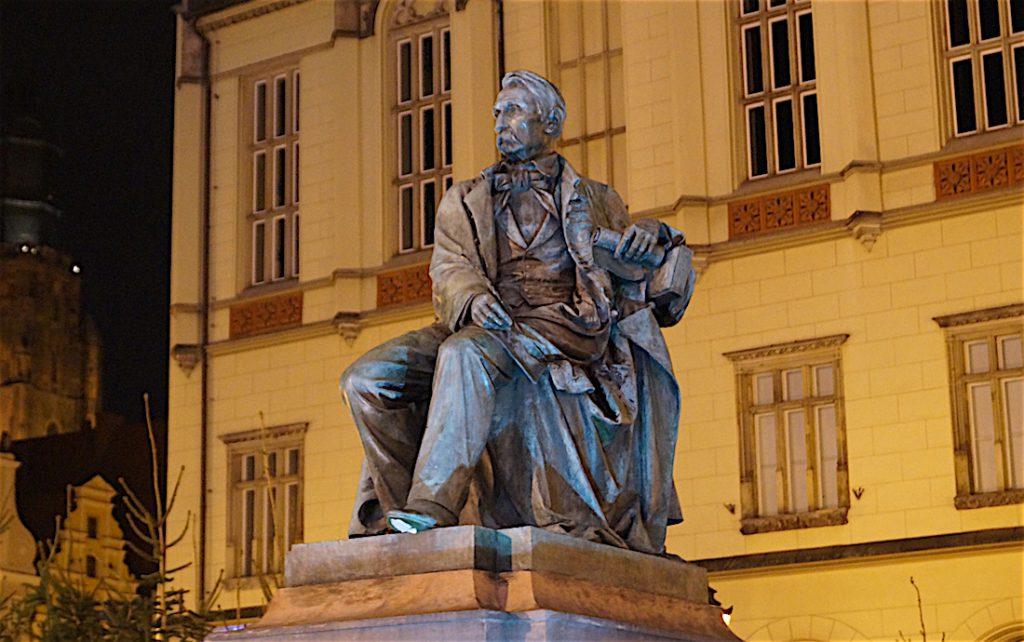 Ten sam pomnik Hrabiego Aleksandra Fredry przeniesiony do Wrocławia