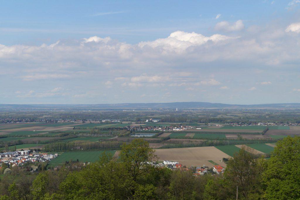 Rozległe równiny nad Dunajem, panorama z punktu widokowego przy drodze