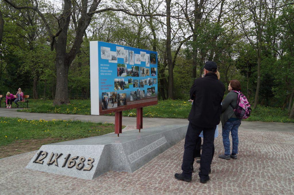 W tym miejscu na wzgórzu Kahlenberg ma stanąć pomnik Jana III Sobieskiego, na jego budowę zbierane są pieniądze