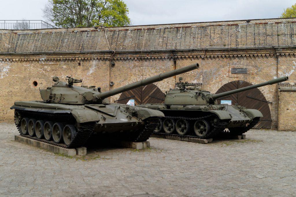 Liczne ekspozycje broni pancernej - Muzeum Uzbrojenia Poznań