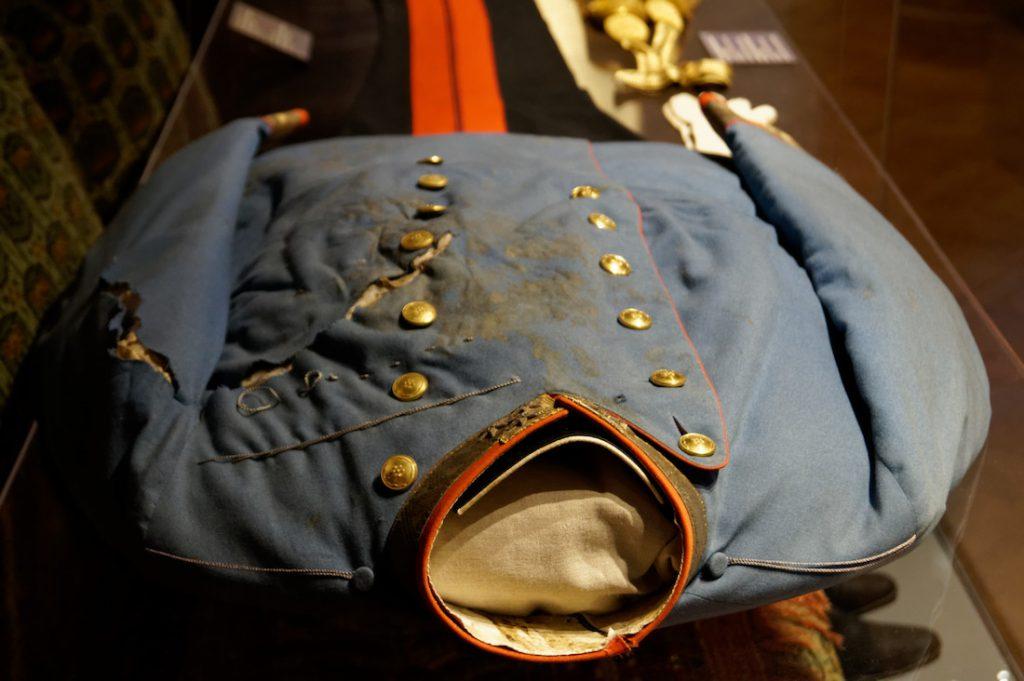 Porozrywany mundur i wyblakłe ślady krwi - Zabójstwo arcyksięcia Franciszka Ferdynanda