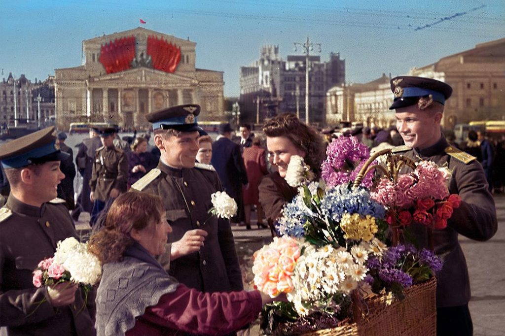 A tak wyglądało świętowanie zwycięstwa nad III Rzeszą w Moskwie, 9 maja 1945 roku