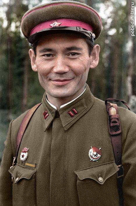 Bohater Związku Radzieckiego, Kazach Bauyrzhan Momyshuly, oficer Armii Czerwonej, później również psiarz