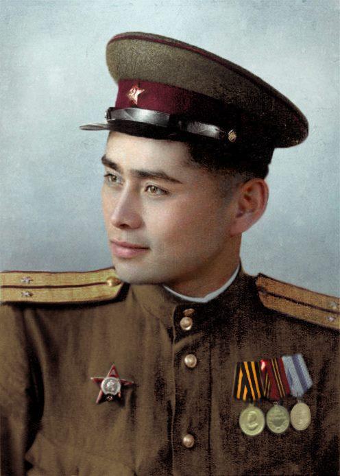 Sarsenbayev Talgatbek, żołnierz Frontu Białoruskiego, dowódca plutonu, odznaczony Orderem Czerwonej Gwiazdy za walkę w trakcie przełamywania Linii Odry
