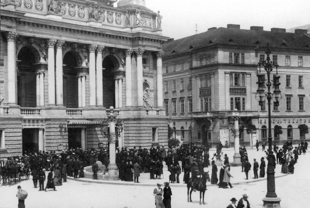 Wały Hetmańskie, Opera Lwowska, Teatr Skarbka
