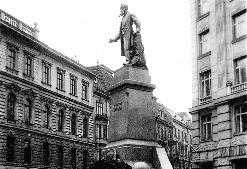 Plac i pomnik Franciszka Smolki we Lwowie - Pomnik prawdopodobnie zniszczony przez Sowietów