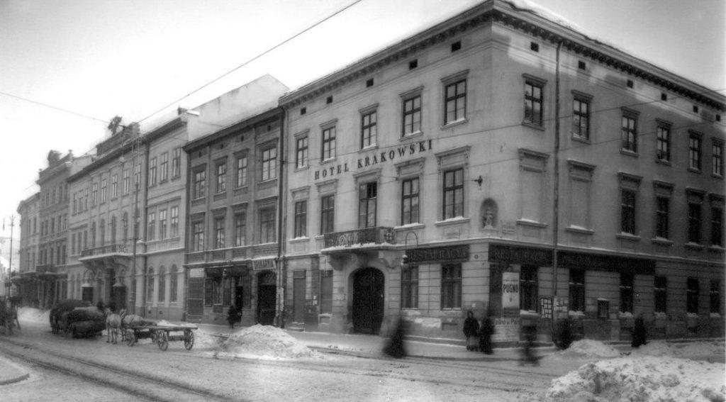 Hotel Krakowski we Lwowie - Skrzyżowanie Placu Bernardyńskiego i ulicy Piekarskiej