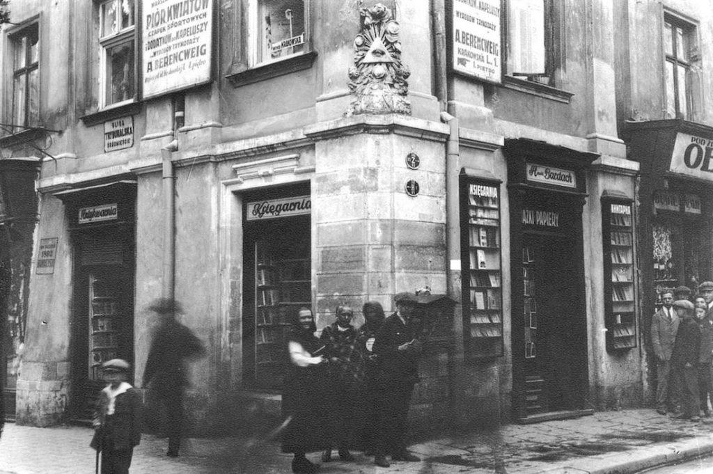 Rynek, róg Trybunalskiej i Krakowskiej - Piór kwiatów i dodatków do kapeluszy