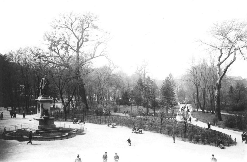 Park Kościuszki i pomnik Agenora Gołuchowskiego - Pomnik po wojnie usunięty w niejasnych okolicznościach