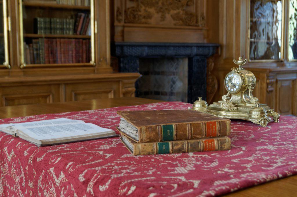Zrekonstruowana biblioteka Raczyńskich