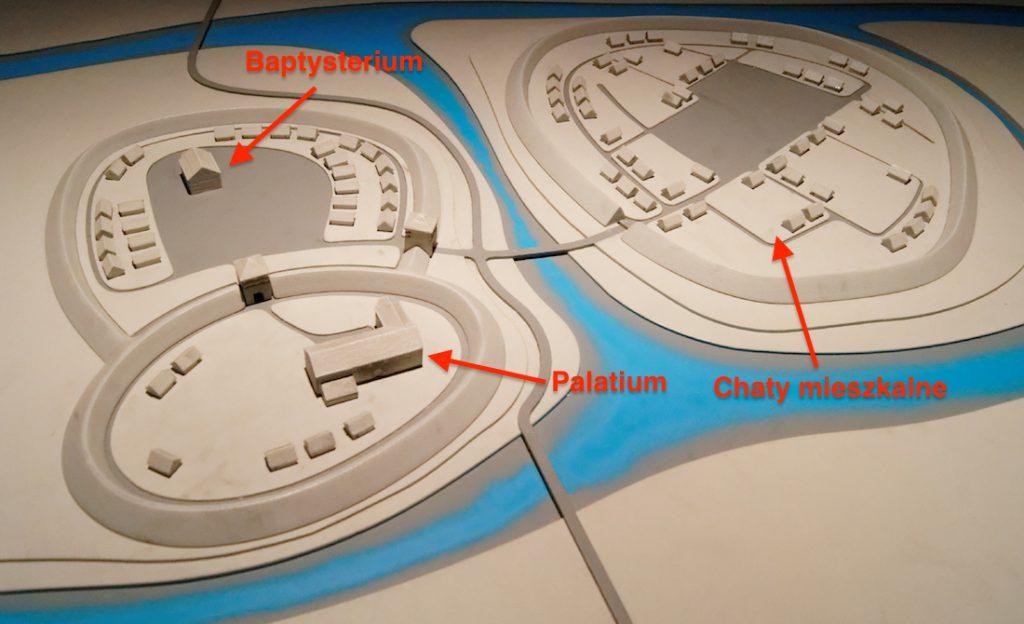 Makieta Ostrowa Tumskiego sprzed 1050 lat - Źródło: ICHOT - Zaznaczone jest położenie palatium i baptysterium