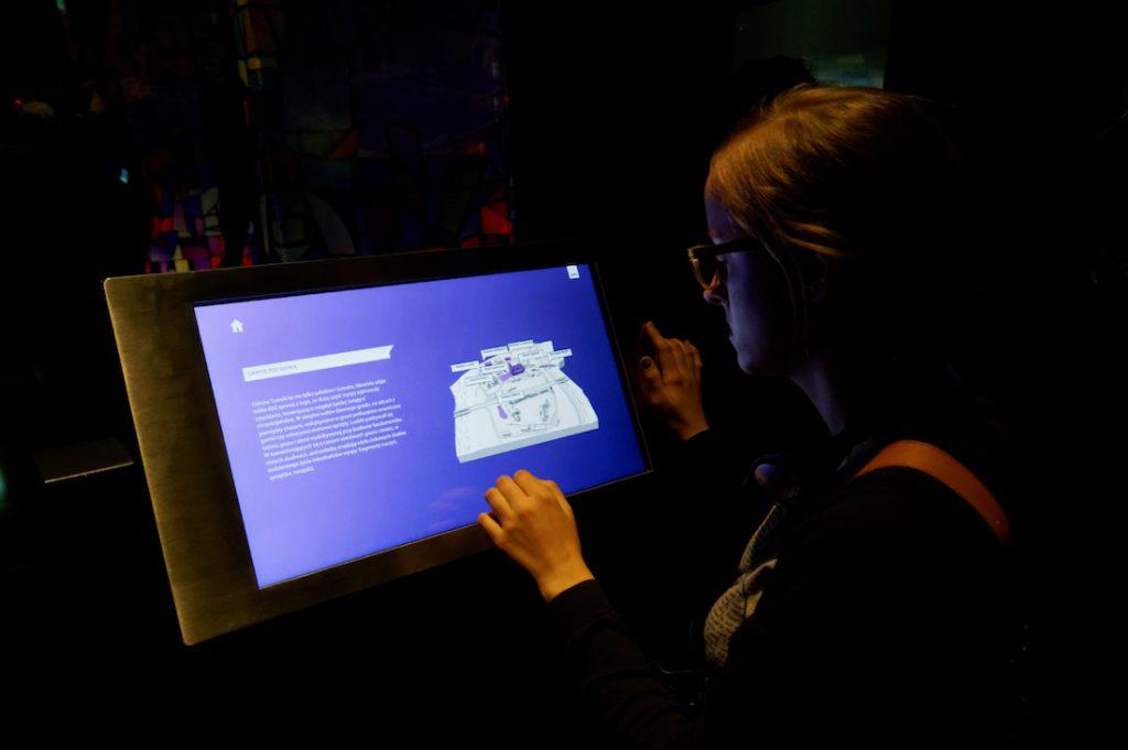 Multimedialne ekspozycje zwiedzamy z audioprzewodnikiem