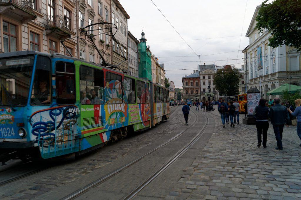 Przez lwowski Rynek jeżdżą jeszcze tramwaje