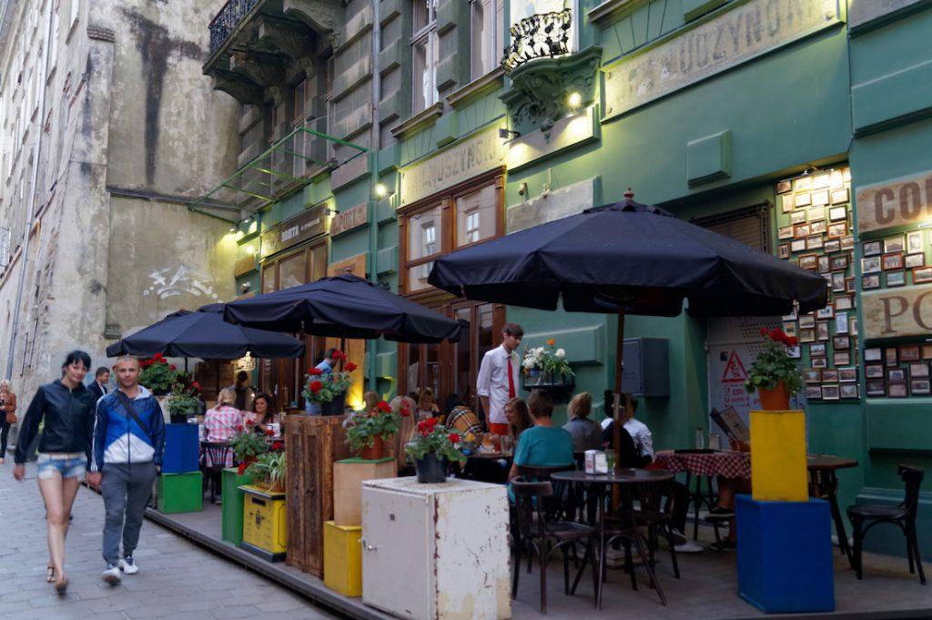 W centrum Lwowa jest dużo porządnych knajp i restauracji - Wyjazd turystyczny na Ukrainę