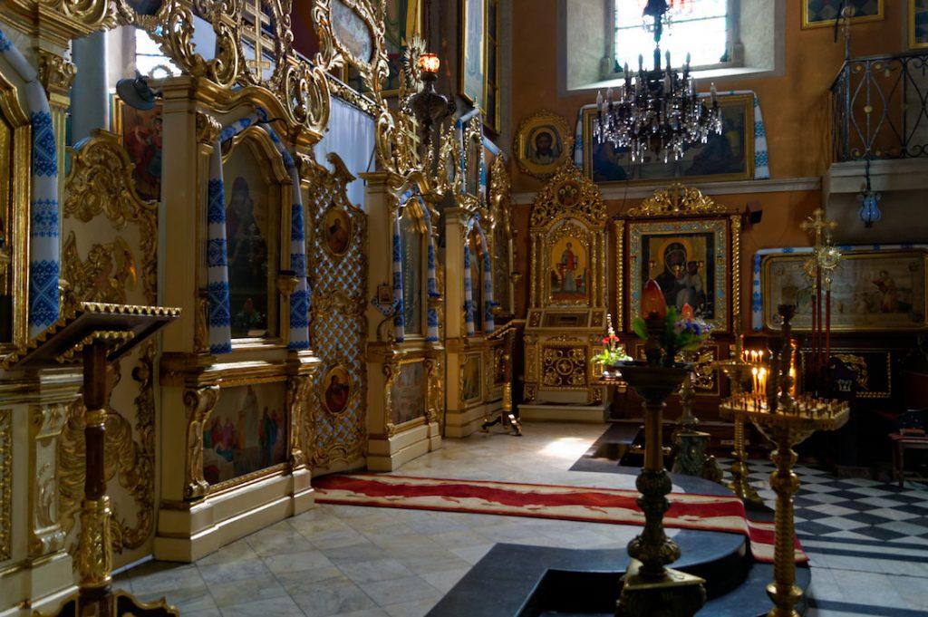 Wnętrze i ikonostas cerkwi Zaśnięcia, zwanej również cerkwią Wołoską
