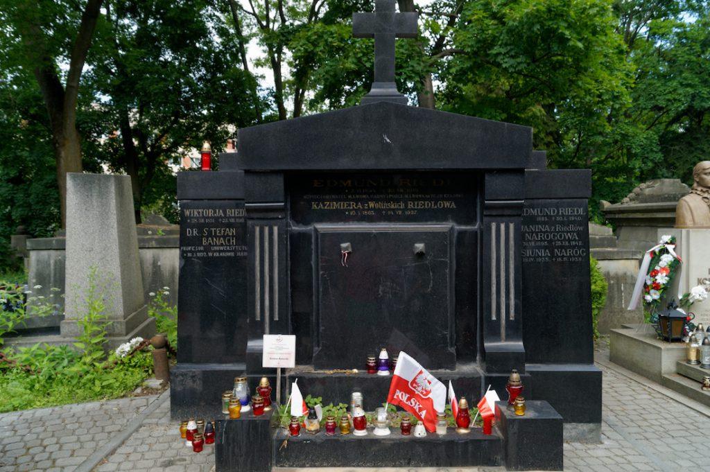 Grobowiec, w którym spoczywa wybitny matematyk Stefan Banach - Jego pogrzeb (31.08.45 r.) tuż po zakończeniu wojny był prawdziwą manifestacją polskości przez jeszcze pozostałych w mieście Lwowiaków