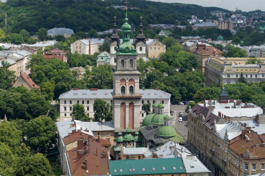 Cerkiew Zaśnięcia widziana z wieży miejskiego Ratusza
