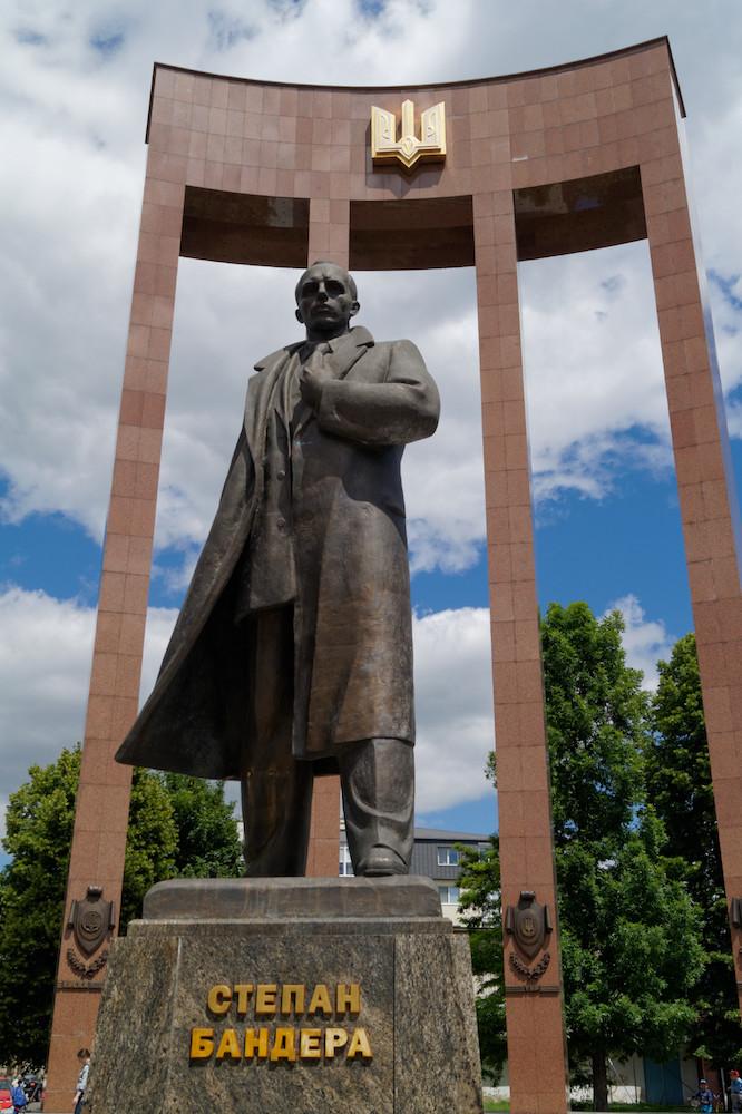 Pomnik Stepana Bandery we Lwowie - Степан Бандера
