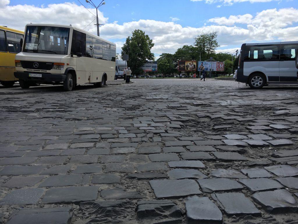 Droga i parking pod Dworcem Głównym we Lwowie