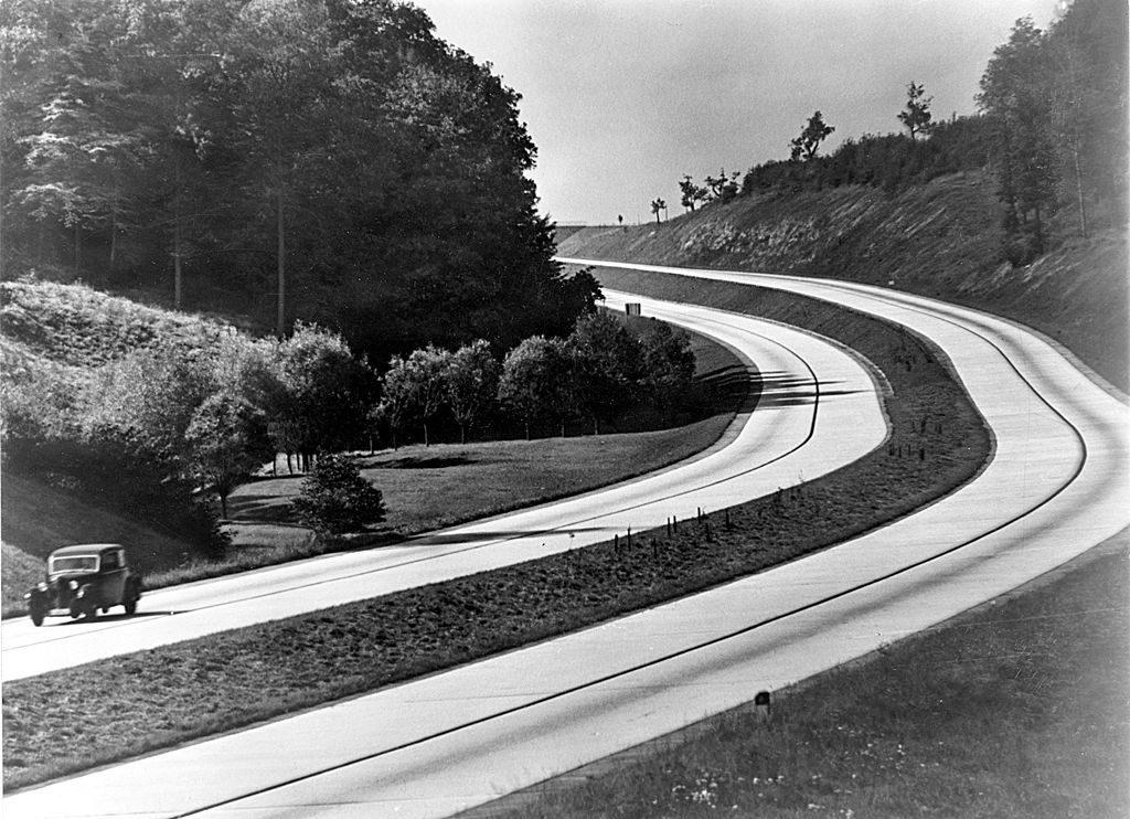 Fragment niemieckiej autostrady w latach 30 - Źródło: Library of Congress