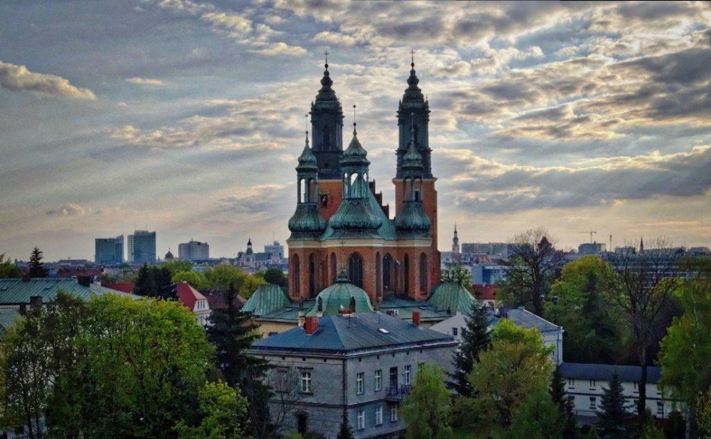 Widok na poznańską katedrę z dachu ICHOT