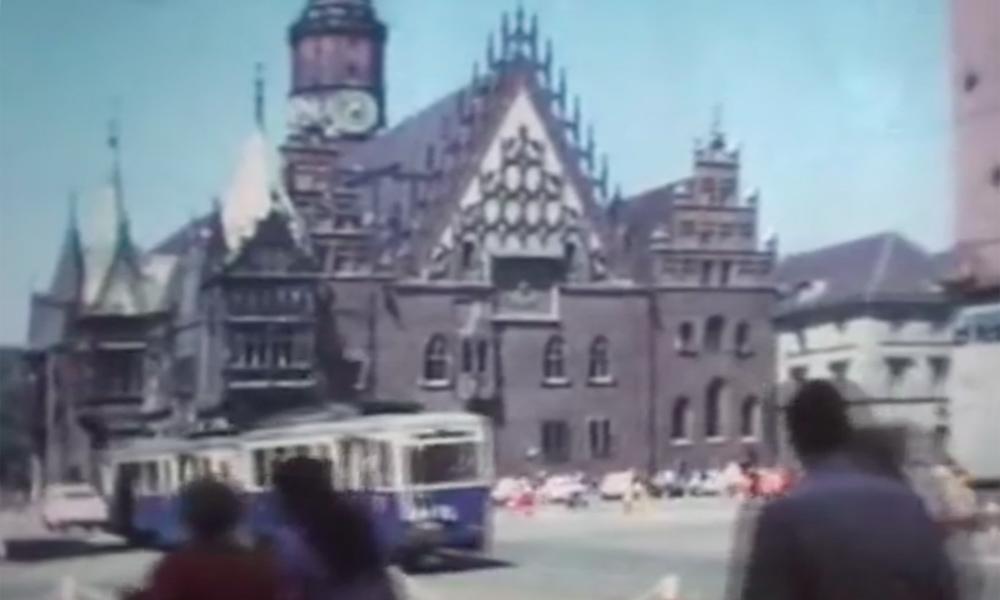 Rynek, Stary Ratusz i tramwaje - Wrocław Archiwalny Film z 1976 Roku