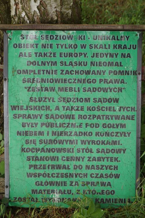 Średniowieczny stół sądowy w Kochanowie
