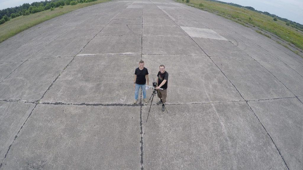 Zdjęcie na płycie byłego radzieckiego lotniska w Tomaszowie koło Żagania - Wojska Radzieckie w Polsce