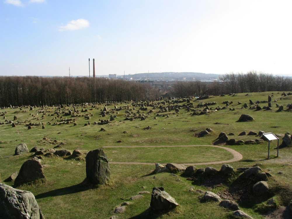 Wzgórze Lindholm cmentarzysko Wikingów - Źródło: commons.wikimedia.org Foto: Rieke Hain