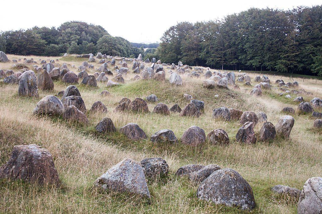 Kamienne cmentarzysko Wikingów w Danii - Źródło commons.wikimedia.org Foto: Szilas